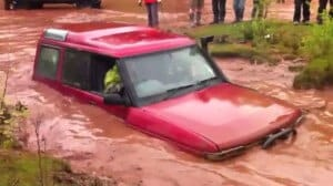 Land Rover Discovery Goes Deep Water Fording