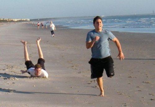Perfectly Timed Photo Beach Fail
