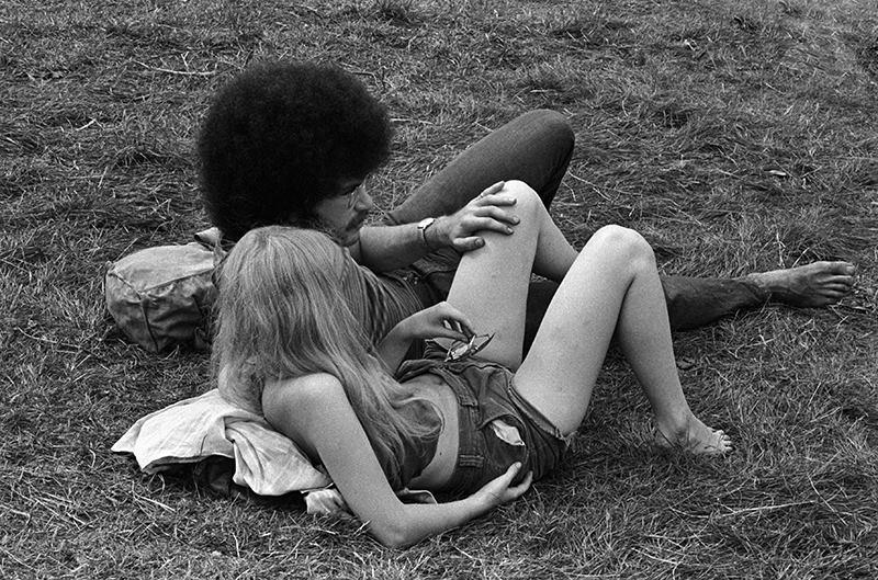 Woodstock Lawn Couple