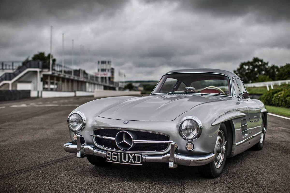 iconic cars of the 60's - Mercedes-Benz 300SL