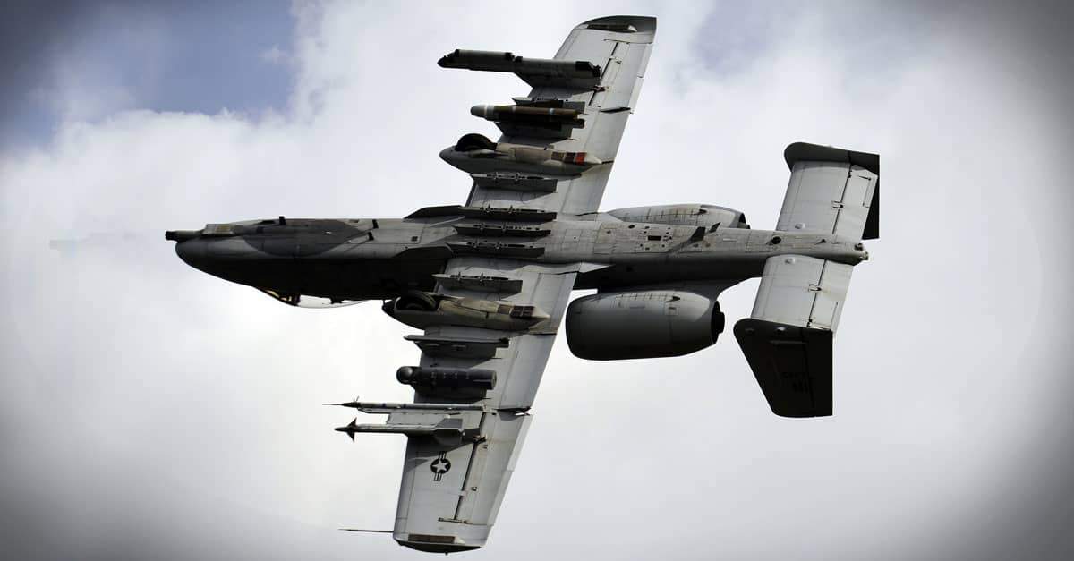 A-10_A-10 Thunderbolt II does a show of force maneuver