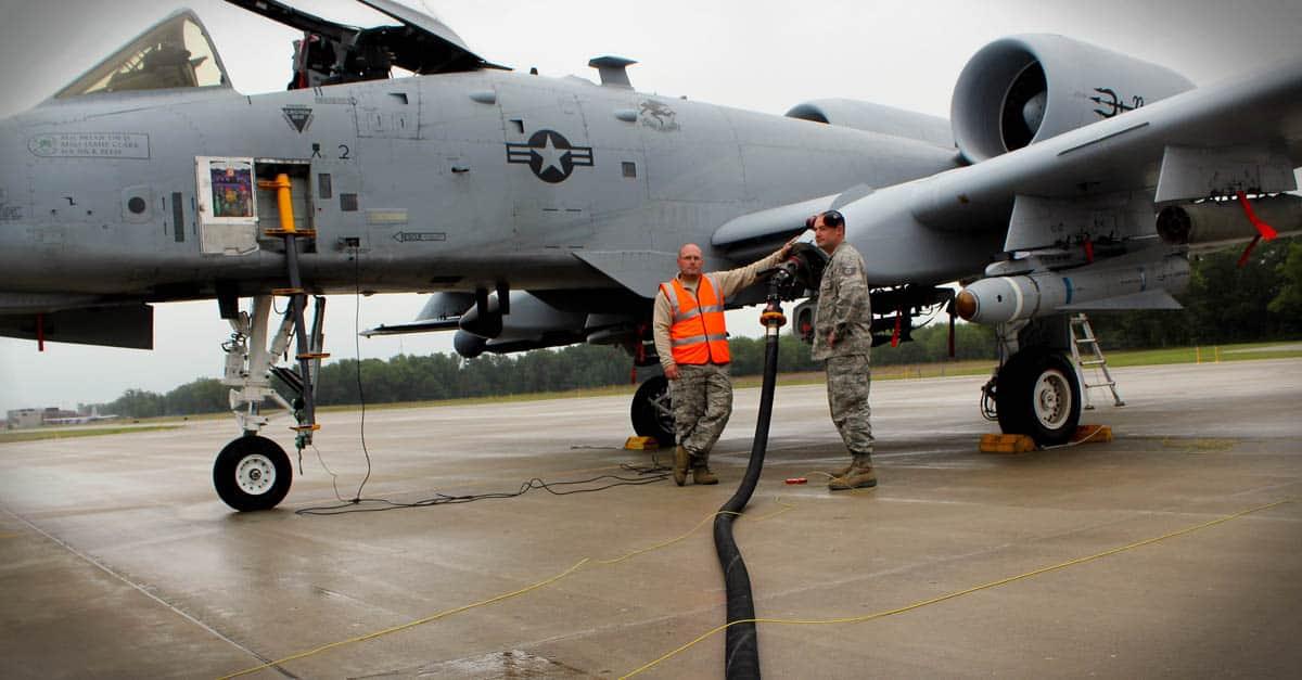A-10_Airmen refuel an A-10 Thunderbolt II