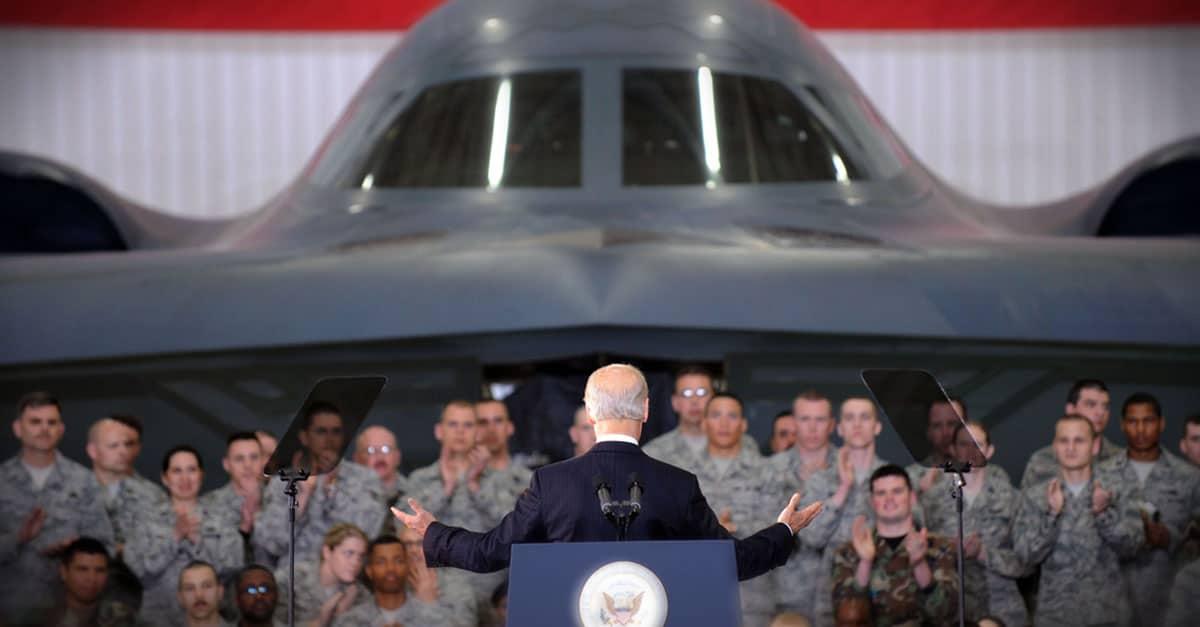 B-2_Vice President Joe Biden speaks to the troops at Whiteman Air Force Base_B-2 in background