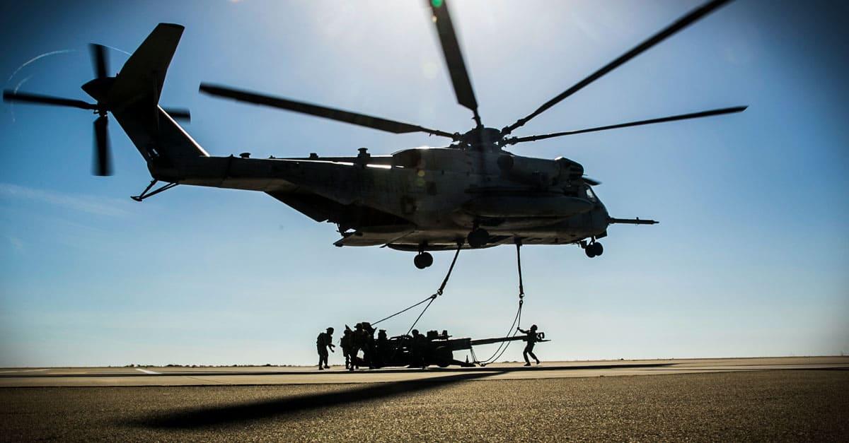 CH-53E_ CH-53E rapidly deploys the M777 Howitzer
