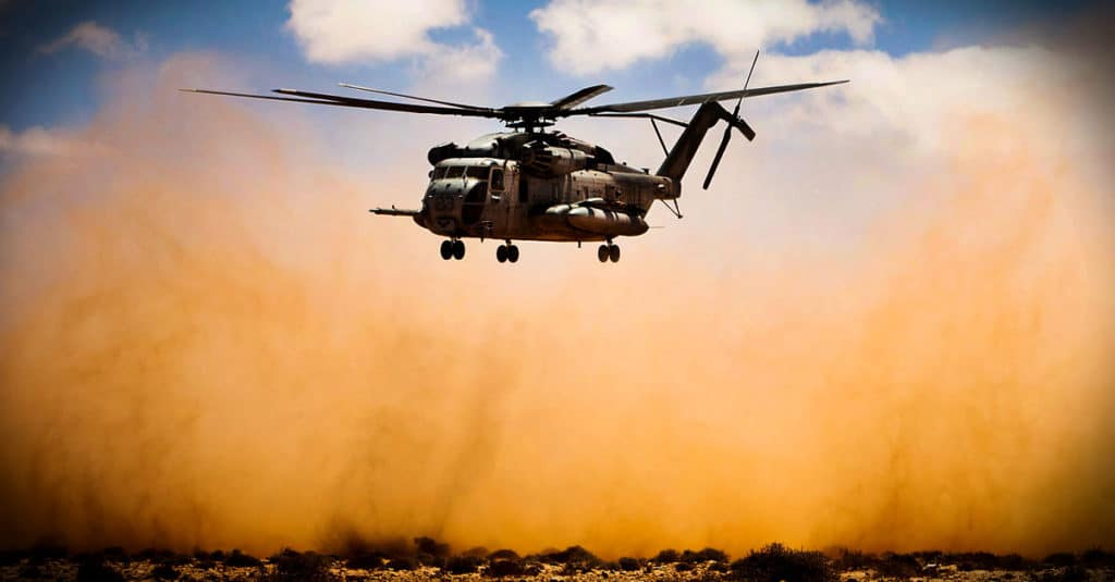 CH-53E_A CH-53E Super Stallion helicopter transports Marines from 81 mm mortar platoon to the USS Iwo Jima