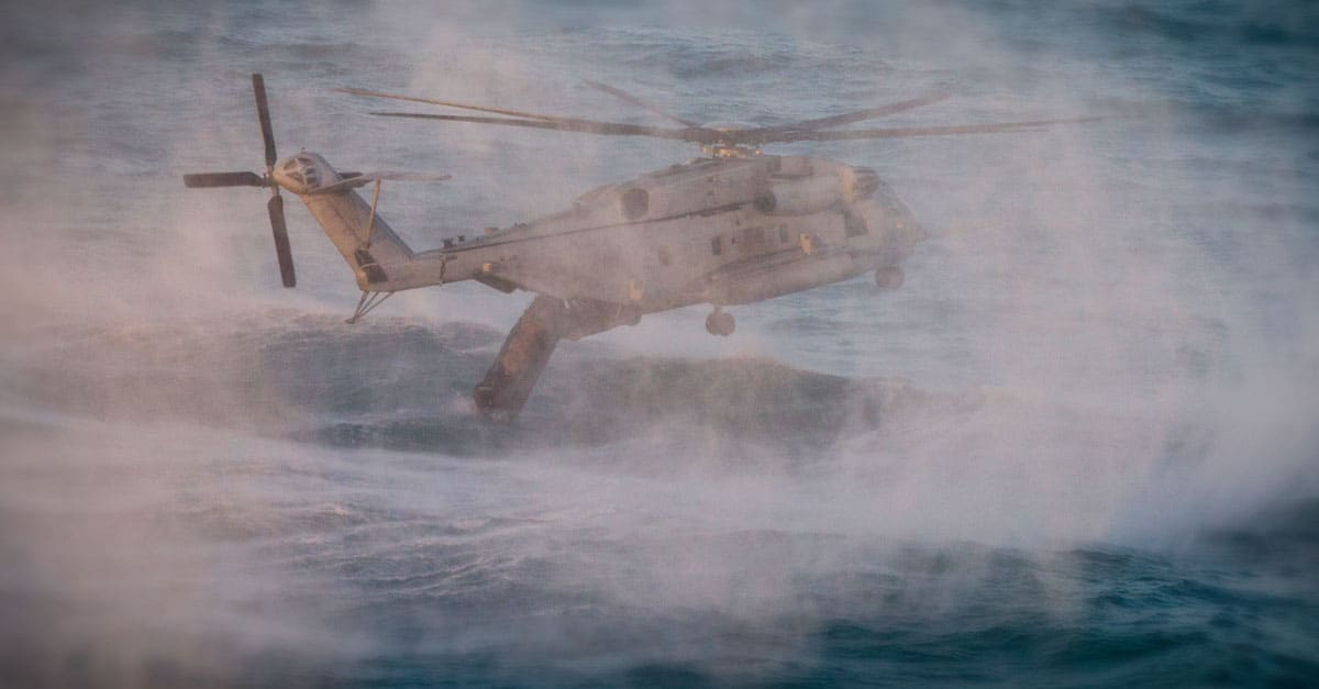 CH-53E_A CH-53E drops an Amphibious Reconnaissance Platoon raid craft in the ocean