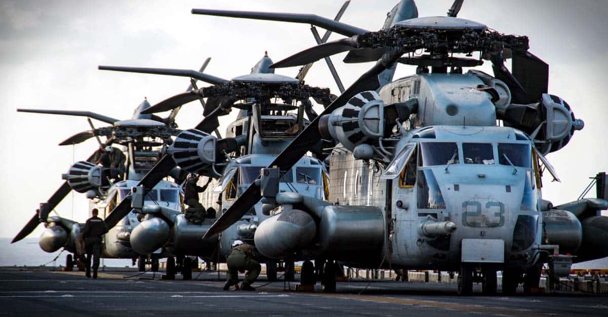 CH-53E_CH-53E Super Stallions disembark