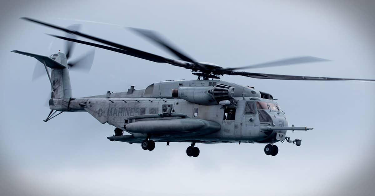 CH-53E_Ch-53E departs the flight deck of the amphibious assault ship USS Kearsarge