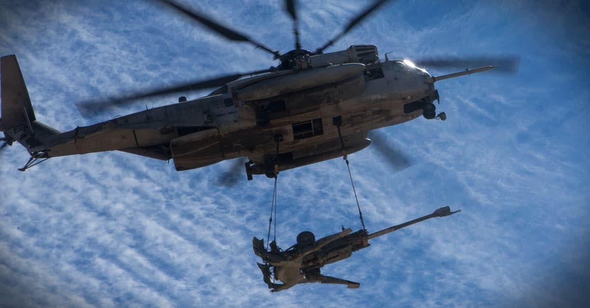 CH-53E_Marines conduct an external lift during a CH-53 day battle drill in support