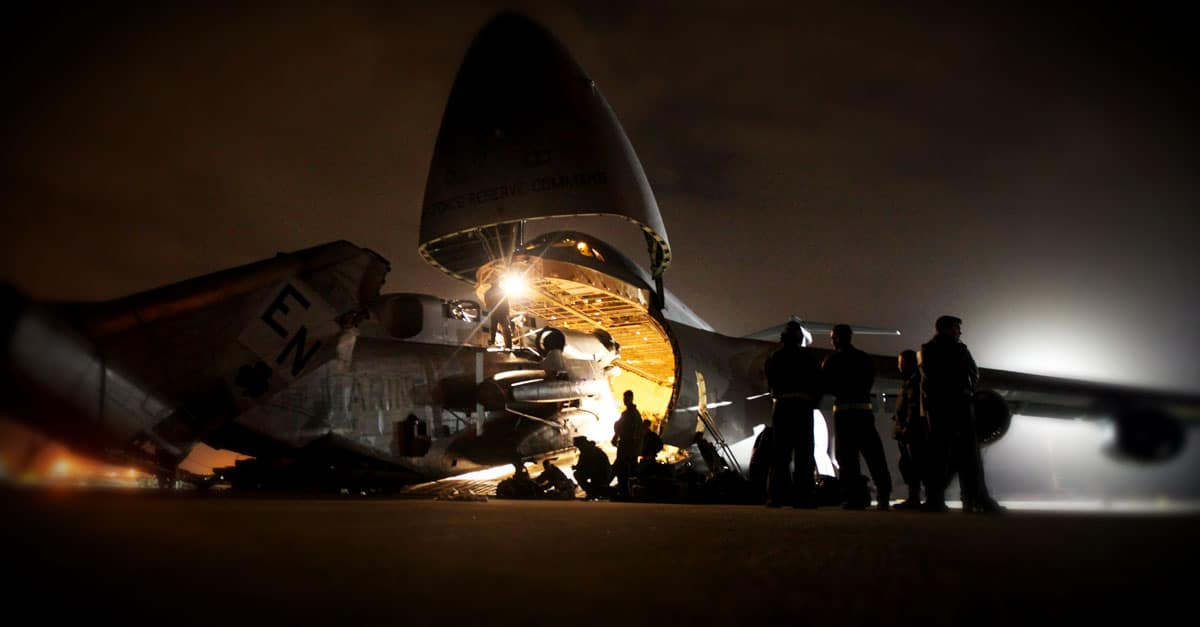 CH-53E_Marines load a CH-53E Super Stallion onto a C-5 Galaxy