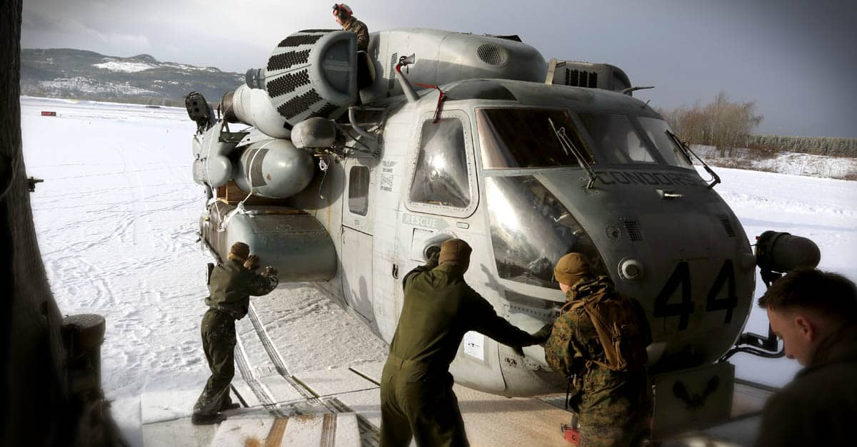 CH-53E_Marines off-load a CH-53E from a C-5