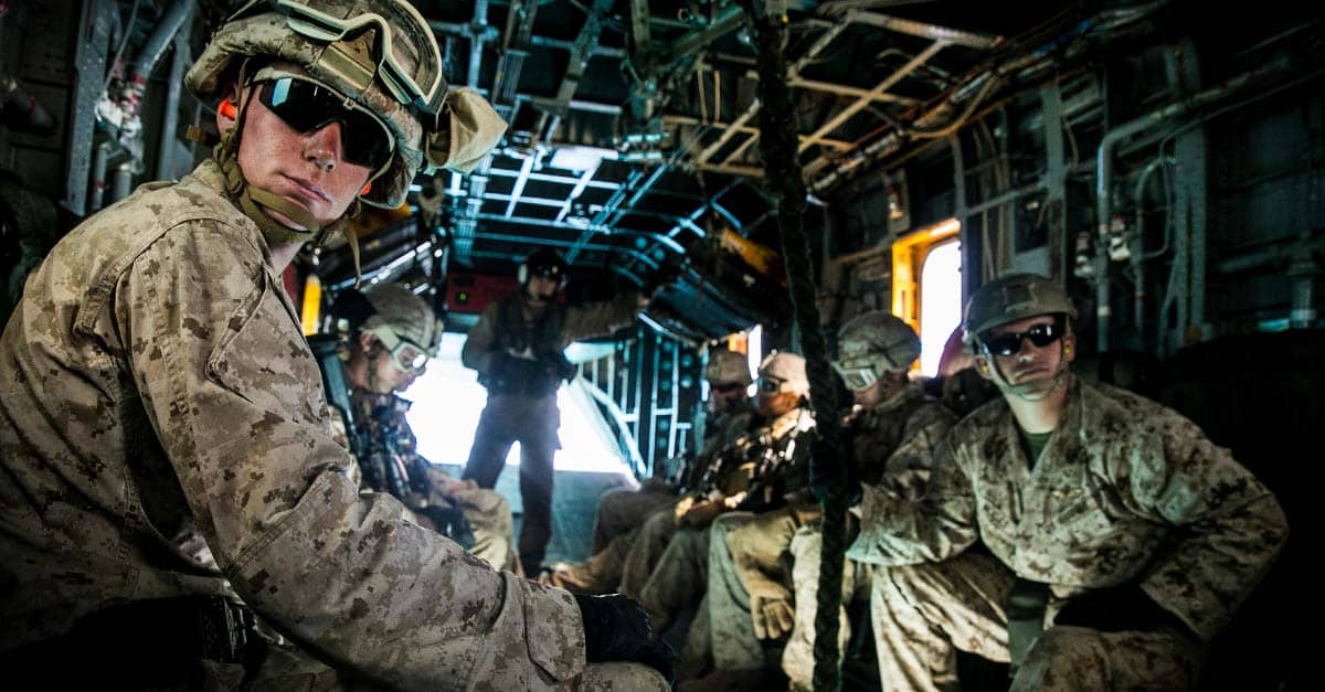 CH-53E_U.S. Marine prepare to fast rope from a CH-53E Super Stallion aboard Marine Corps