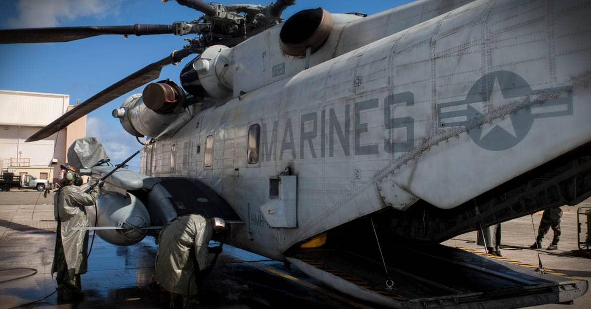CH-53E_marines begin power spraying CH-53E