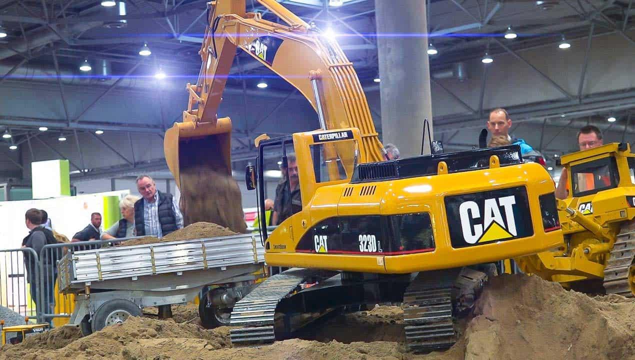 CAT_Excavator_2