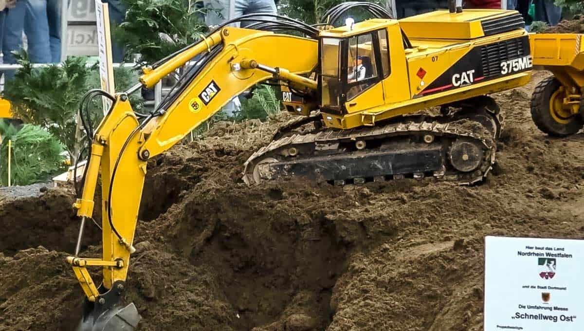 RC Excavator Caterpillar 375ME