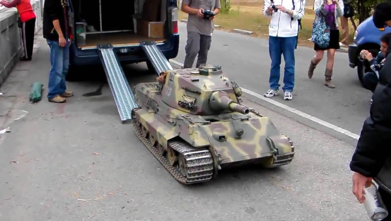 loading-big-rc-tank-14-scale-wit