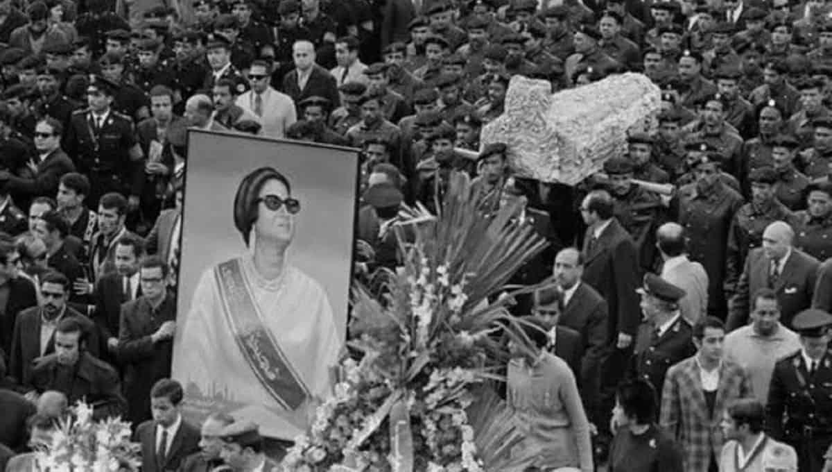 Funeral-of-Umm-Kulthum-1975