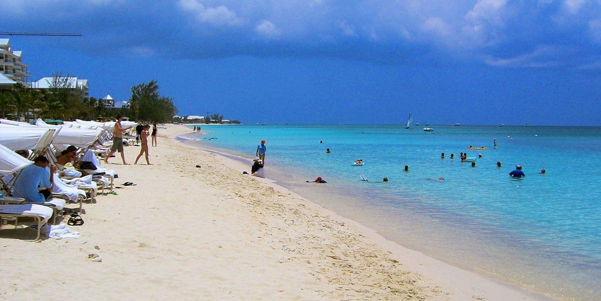 seven-mile-beach-grand-cayman(Destination 360)